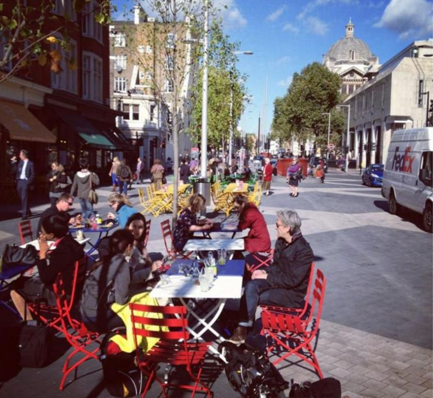 street-cafe-scene-new-movement-for-the-new-city
